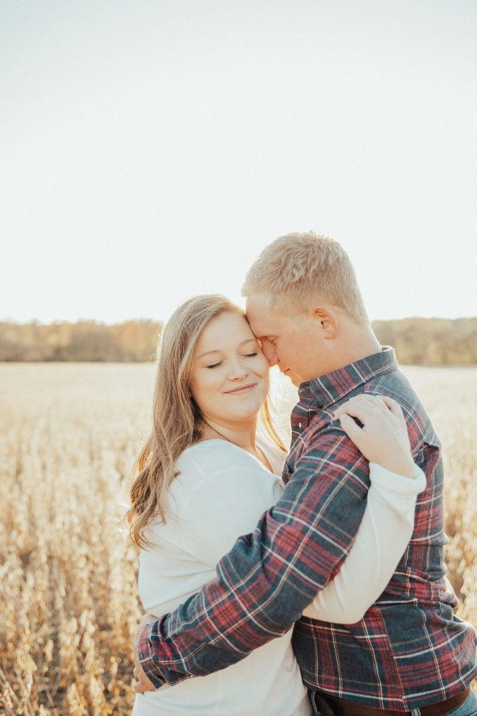 golden hour missouri engagement photoshoot